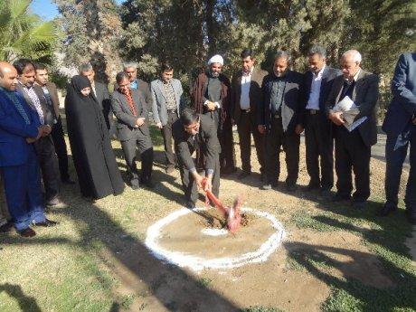 کلنگ زنی سه پروژه شهرداری پلدختر در دومین روز دهه مبارک فجر