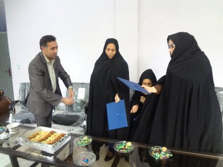 تجلیل از بانوان شاغل در شهرداری پلدختر به مناسب روز زن