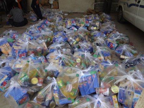 توزیع سبد کالا غذایی و بهداشتی بین کارگران شرکتی شهرداری پلدختر به مناسبت عید سعید فطر