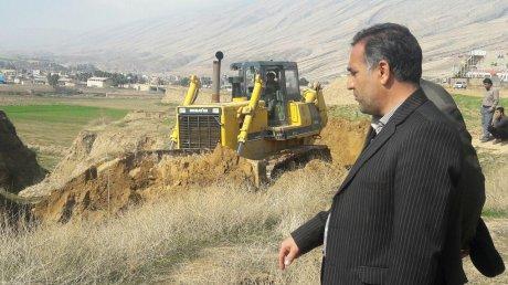 راه شکافی جدید جاده گلزار شهدا در غرب مصلا توسط شهرداری پلدختر