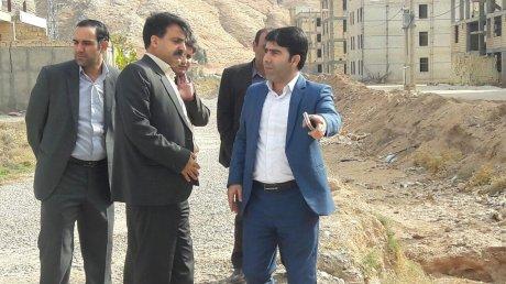 بازدید میدانی مدیرکل مدیریت بحران استان جهت رفع مشکل دفع آب های سطحی شهر پلدختر